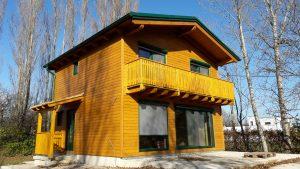 Haus bauen - Kleingarten-Wohnhaus mit Satteldach und Holzfassade